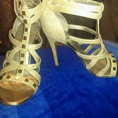 Gorgeous Authentic GUESS gold heels. Wore them only 3 times!! Recieved many compliments on these heels, only issue after my pregnancy my foot grew an inch and these do not fit anymore! Immaculate perfect condition. Pictures reflect on the condition of the heels.