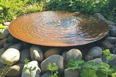 Große Cortenstahl-Wasserschale Gartenbrunnen groß riesig imposant Cortenbrunnen Design