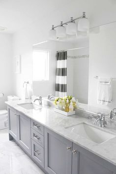 19 Most Fascinating Grey and White Bathroom Ideas to Get Inspired – JimenezPhoto Double Sink Bathroom, Bathroom Sink Vanity, Vanity Set, Bathroom Mirrors, Vanity Ideas, Double Sinks, White Vanity, Vanity Cabinet, Bathroom Lighting