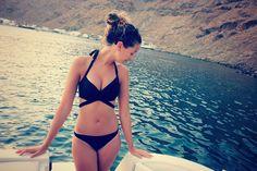 Zoe on a cruise ship in Santorini! Zoella Outfits, Zoella Beauty, Zoe Sugg, British Youtubers, Summer Swimwear, Celebrity Closets, Celebrity Style, The Bikini, Bathing Suits
