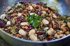 Sommarens bästa sallad är en bönsallad med linser och knapriga frön. Gott och mättande! Vegetarian Recepies, Healthy Diet Recipes, Veggie Recipes, Baby Food Recipes, Healthy Eating, Healthy Food, A Food, Food And Drink, Vegan Food