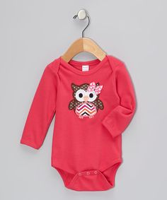 The cheerful owl appliqué on this piece is simple and sweet with a little bow for added fun. A lap neck and snaps ensure fuss-free days with this adorable essential.100% cottonMachine wash; tumble dryImported
