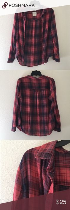 • AEO BF Flannel • American Eagle Outfitters • Red + Black • Boyfriend Fit Flannel • Size Large • 10/10 Condition • Light Weight + Absolutely Darling. Extremely Flattering & Perfect for Day & Night Wear.  ❌No Trades ☀️ All Prices Are Starting Points 💕 Submit An Offer  Tags: American Eagle Outfitters, AEO, Urban Outfitters, UO, Forever 21, F21, Hollister, HCO, Abercrombie & Fitch, A&F American Eagle Outfitters Tops Button Down Shirts