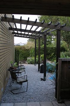 Outdoor Pergola By Pool - Black Pergola Attached To House - - Black Pergola Design - - Pergola Terrasse Bretagne Diy Pergola, Building A Pergola, Corner Pergola, Pergola Canopy, Pergola Swing, Deck With Pergola, Outdoor Pergola, Wooden Pergola, Pergola Shade