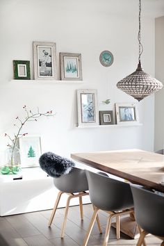 Grün #interior #einrichtung #wohnen #living #dekoration #decoration #ideen #ideas #esszimmer #diningroom #modernesesszimmer Foto: ROOMstories