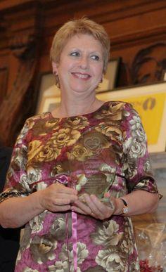 President Mary McAleese receiving her Humanitarian Award Presidents, Irish, Awards, Mary, Spirit, The Incredibles, Women, Fashion, Irish Language
