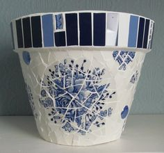 Large mosaic flower pot (terracotta); decorative and practical; can be used indoors or outside