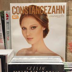 E tem #revistaconstancezahn na Livraria SARAIVA do Terminal 2 do Aeroporto de Guarulhos também !!!  Não dá pra viajar sem!! Rs by constancezahn
