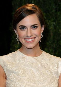 Allison Williams: Allison Williams knows: well-groomed brows do wonders for framing the face. The actress's makeup was flawless at the Vanity Fair party.