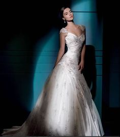 Snow White Queen Anne Princess Bridal Gown with Illusion Lace a66c27932a89