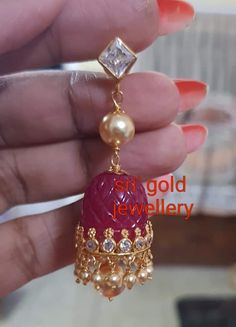 Beaded Jewelry Designs, Jewelry Design Earrings, Gold Earrings Designs, Gold Jewellery Design, Jewelry Patterns, Gold Jewelry, Gold Jhumka Earrings, Ladies Accessories, Earrings