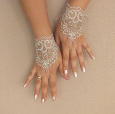 Gants de mariage, libèrent le bateau, feuille de mariée, des gants sans doigts, cadre d'or ivoire, gants de dentelle, : Mitaines, gants par binnur-yildirim