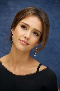 Jessica Alba New Hair Styles Pictures-Photoshoot Jessica Alba Haar, Jessica Alba Makeup, Jessica Alba Style, Jessica Alba Bangs, Jessica Alba Fashion, Straight Eyebrows, Jessica Alba Pictures, Balayage Straight, Nude Lip