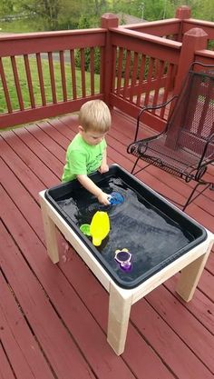 This plan is to build a simple and inexpensive sensory table which can be used with water, sand, rice, or other material to give a sensory experience to a toddler or young child. The design is very minimal and therefore inexpensive and simple to build. Water Tables, Sand And Water Table, Water Table Diy, Kids Sand Table, Play Table, Infant Activities, Activities For Kids, Indoor Activities, Kids Outdoor Play