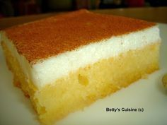 Betty's Cuisine: Cake with cream Greek Sweets, Greek Desserts, Greek Recipes, Desert Recipes, Greek Cake, Low Calorie Cake, Greek Cookies, Greek Pastries, How To Make Cake