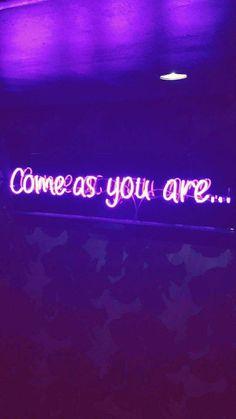 New Neon Lighting Roxo Ideas Dark Purple Aesthetic, Violet Aesthetic, Lavender Aesthetic, Aesthetic Colors, Aesthetic Pictures, Aesthetic Vintage, Purple Wallpaper Iphone, Neon Wallpaper, Aesthetic Iphone Wallpaper