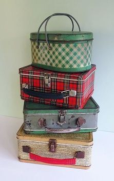 lunch boxes carried  a red plaid one just like the 2nd  from the top for 5 years in grade school! wish I had it now