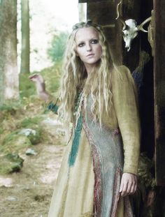 Maude Hirst ~ Helga is the devoted lover and wife of Floki. She reminds me Sigyn, which I think she is suppose to ; Vikings Show, Vikings Game, Vikings Tv Series, Vikings Ragnar, Watch Vikings, Viking Hair, Viking Life, Viking Warrior, Viking Woman