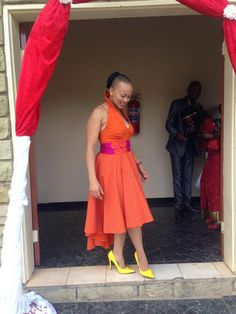 lady in orange n yellow African Attire, African Wear, African Fashion Dresses, African Women, African Dress, Fashion Outfits, African Traditional Wear, Ghanaian Fashion, Power Dressing