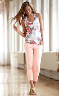 this outfit looks cute. Outfits For Teens, Casual Outfits, Girl Outfits, Fashion Outfits, Trendy Teen Fashion, Cute Fashion, Spring Summer Fashion, Spring Outfits, Spring Style