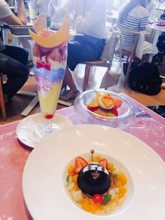 At the moment on the 52nd floor at Mori Arts Centre in Roppongi is a Sailor Moon pop up cafe and exhibition until June 19th. The official name is 'The exhibition of pretty guardian Sailor Moo…