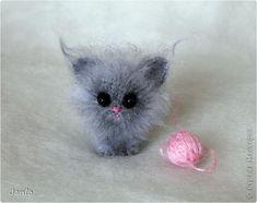 Мой маленький котенок. Амигуруми. Связан из мохера. Впервые попробовала эту… Crochet Cat Pattern, Crochet Animal Patterns, Stuffed Animal Patterns, Crochet Patterns Amigurumi, Crochet Toys, Knitted Animals, Cat Crafts, Cute Toys, Soft Dolls