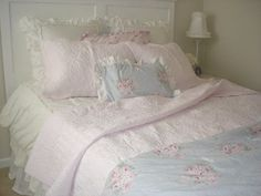 Brand New...Simply Shabby Chic Pink Roses QUILT & Pillow Sham TWIN | eBay Simply Shabby Chic, Shabby Chic Pink, Shabby Chic Cottage, Shabby Chic Style, Shabby Chic Decor, Cottage Style, Quilted Pillow Shams, Quilt Pillow, Blush Beauty