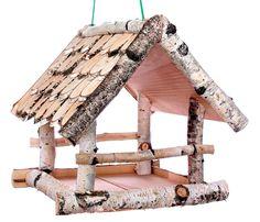 Rustikales Vogelhäuschen aus Holz zum Aufhängen für Ihren Garten oder Vorgarten. Durch die offenen Seiten des Futterhäuschens ist für mehrere Vögel gleichzeitig Platz zum fressen. Produktbeschreibung: Material: Birkenholz Maße:...