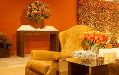 Orange and Yellow Flowers (Tulips and Roses) Vic Meirelles décor 100% Eventos (furniture) Location: Casa Fasano