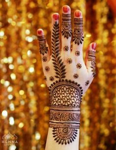 Henna is the most traditional part of weddings throughout India. Let us go through the best henna designs for your hands and feet! Wedding Mehndi Designs, Unique Mehndi Designs, Mehndi Design Pictures, Beautiful Mehndi Design, Latest Mehndi Designs, Mehndi Designs For Hands, Henna Tattoo Designs, Mehandi Designs, Heena Design