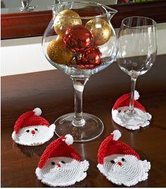 Sua mesa de Natal vai ficar exclusiva com essa receita que o grupo dos fios Pingouin preparou para você aproveitar seus dons artísticos e decorar sua casa nesta fim de ano. São descanso de copos ou...
