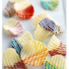 Dipped & Drizzled Potato Chips - This is such an easy party snack! Wilton Candy Melts candy gives your favorite ruffled chips that extra touch of color to go with the crunch and creates a great salty-sweet combination. Healthy Snacks For Kids, Yummy Snacks, Delicious Desserts, Snack Recipes, Dessert Recipes, Potato Recipes, Healthy Fruits, Whipped Chocolate Ganache, Wilton Candy Melts