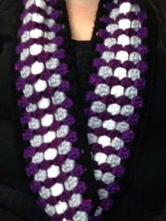 Sinfully Easy Cowl - Use your favorite yarn colors for this free crochet scarf pattern