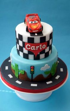 "Képtalálat a következőre: ""cake cars design"" Disney Cars Cake, Disney Cakes, Fondant Cakes, Cupcake Cakes, Cars Cake Design, Bolo Sonic, Lightning Mcqueen Cake, Car Cake Tutorial, Ballerina Cakes"