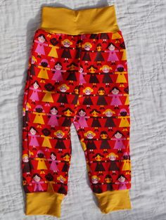 Cotton pants, with doll pattern, for 2 years old, available at https://www.facebook.com/media/set/?set=a.1511685225744315.1073741829.1473655402880631&type=1