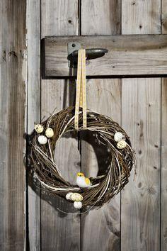 Påskekrans | Kremmerhuset #Kremmerhuset #Interior #Inspiration Gull, Wreaths, Halloween, Home Decor, Decoration Home, Door Wreaths, Room Decor, Deco Mesh Wreaths, Interior Design