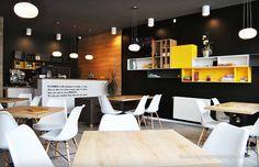 Interior pizzeria flavours, maner ascuns. Conference Room, Interior Design, Table, Furniture, Home Decor, Interiors, Nest Design, Decoration Home, Home Interior Design