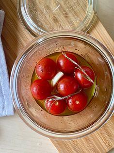漬けておくだけ!1ステップ!で 簡単おかずの完成です(*^^*) トマトも皮を剥かずそのままで楽ちん。 オリーブオイルと酢のフレッシュ感に にんにくの香りが効いてます♪ パンにも合うし、ワインのおつまみにも! 大容量のプチトマトを購入した時にもよく作ってます♪ Vegetables, Recipes, Food, Instagram, Recipies, Hoods, Vegetable Recipes, Meals