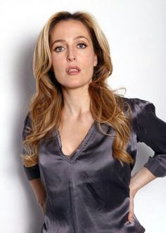 Gillian Anderson ¦¦ just beautiful Gillian Anderson, Stella Gibson, Manequin, Actrices Hollywood, Satin Blouses, Famous Women, Famous People, American Women, Rolodex