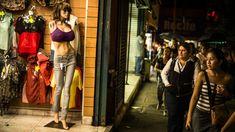 Los maniquíes dan forma a una fantasía venezolana – The New York Times http://felixjtapia.org/blog/2013/11/10/los-maniquies-dan-forma-a-una-fantasia-venezolana-the-new-york-times/