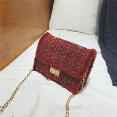 Kelly's Cross-Body Wool Shoulder Bag with Tide Chain – Lassgirl Danish Fashion, Cover Style, Popular Handbags, Bag Packaging, Purse Styles, New Bag, Cute Bags, Casual Bags, Crossbody Shoulder Bag