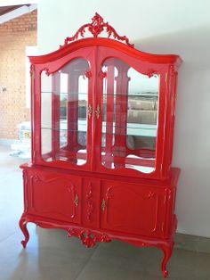 Ateliando - Customização de móveis antigos: Cristaleira Luíz XV Vermelha  Móvel antigo todo restaurado e customizado para nossa cliente Sueli!