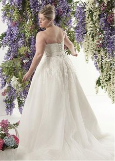db3ed9b9abb6 Magbridal Alluring Tulle Sweetheart Neckline A-line Plus Size Wedding  Dresses With Lace Appliques. Plesové ŠatyKrajkové ...