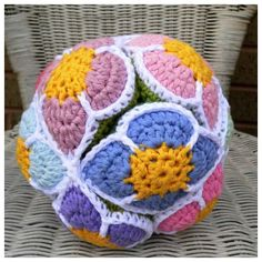 Crochet Flower Ball Pattern (Amish Puzzle Ball) - Look At What I Made - Designer Dedri Uys