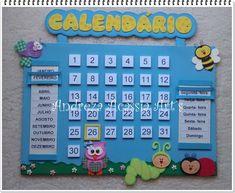 Lindo calendário feito em e.v.a. no tema jardim Class Door Decorations, School Board Decoration, Space Classroom, Classroom Decor, Diy Crafts To Do, Crafts For Kids, Under The Sea Decorations, Class Birthdays, Birthday Charts