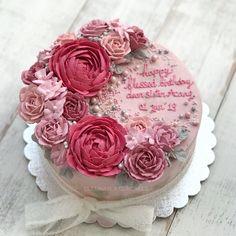Flower buttercream cake Cake Pink, Rose Cake, Beautiful Cakes, Amazing Cakes, Oreo, Birthday Wishes Cake, Birthday Cakes, Pink Und Gold, Buttercream Decorating