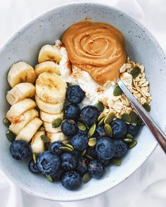 Recipes Breakfast Bowls Happy Friday everyone! Starting my day with an easy, balanced breakfast bowl. In it 👉🏼 plain skyr (high in protein), a scoop of creamy… Easy Healthy Recipes, Healthy Snacks, Easy Meals, Healthy Eating, Dinner Healthy, Diet Recipes, Clean Eating, Healthy Food Tumblr, Shrimp Recipes