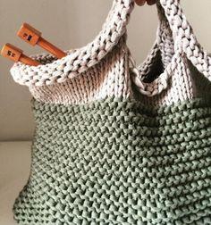 Easy Shopper Fatta In Tondo Con I Circol Ilovebettaknit - Diy Crafts Crochet Woman, Knit Or Crochet, Crochet Stitches, Finger Knitting, Linen Bag, Knitting Videos, Crochet Handbags, Simple Bags, Shopper