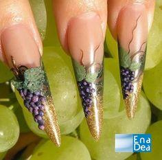 Una Nail Art dagli effetti 3d... http://www.decorazioneunghie.com/photo/gallery/--2011-09-14-2