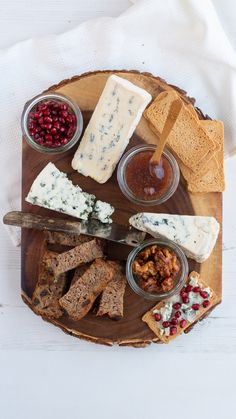 #kaastoetje #kaasplank #kaasinspiratie #kaas #karamelwalnoten #kaasrecept #evenietsanders #cheese #dessertwithcheese #dessert #caramelwalnuts #cheesinspiration #recipeinspiration #delicousdessert #somethingelse Delicous Desserts, Ladies Night, Food Inspiration, Caramel, Cheese, Board, Lush, Salt Water Taffy, Toffee